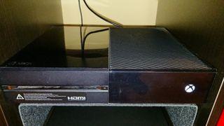 Xbox One 500GB y mando muy bien cuidada y poco uso