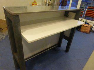 Mueble barra mostrador acero inoxidable y madera.