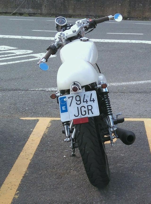 Mash Cafe Racer 125.