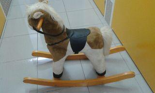 Pony de madera