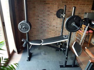 máquina y pesas