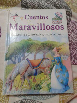 """Libro """"Cuentos Maravillosos""""."""