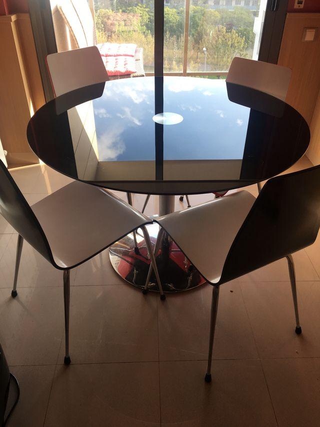 Mesa redonda cocina de segunda mano por 180 € en Lleida en WALLAPOP
