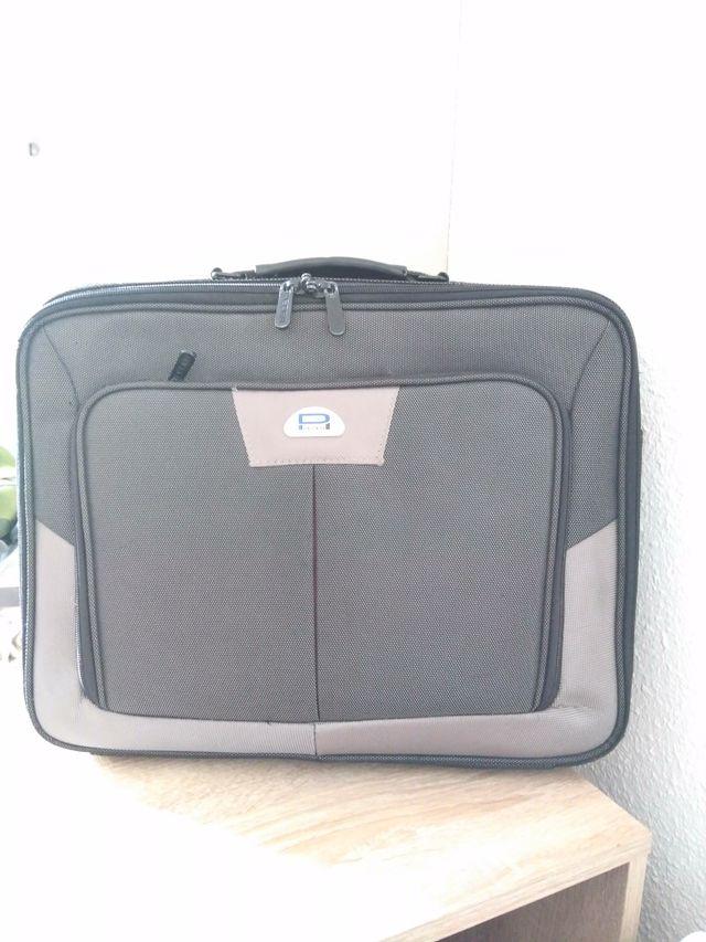 0d1bf83321627 Cartera maletín hombre portátil de segunda mano por 15 € en Sant ...