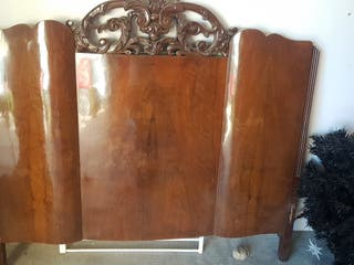 cabezal de madera antiguo