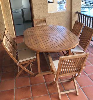 Mesa y sillas de teka