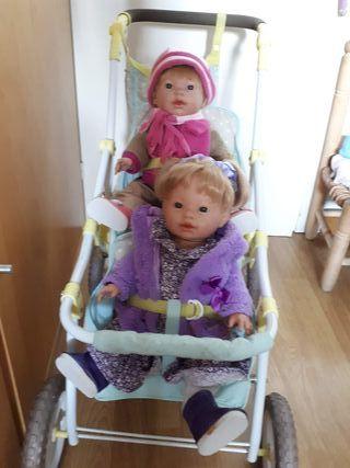 carrito gemelar y muñecos