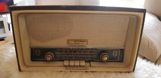 Radio antiguo Philips.
