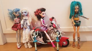 MOTO Y MUÑECAS MONSTER HIGH