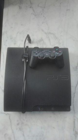 PS3 con mando en buenas condiciones