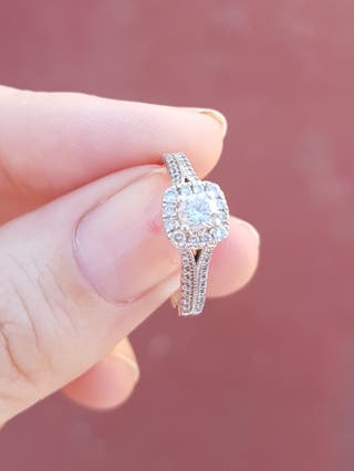 Anillo de diamante y oro blanco