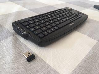 Teclado inalámbrico Trust con ratón incorporado