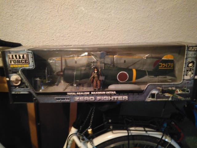 Maqueta avión ZERO Fighter Elie Force