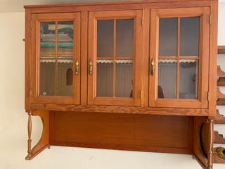 Vitrina y cómoda,(pino de Oregón mueble entero)