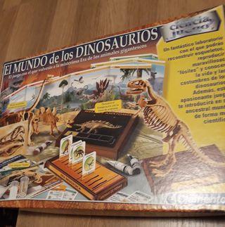 """Juego """"El Mundo de los Dinosaurios"""" Clementoni"""