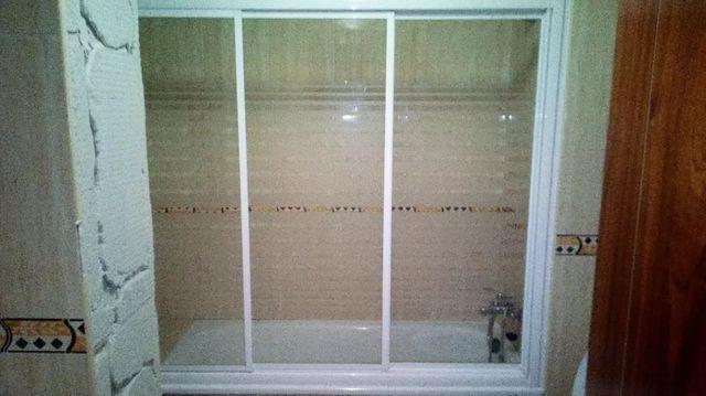 Mampara de cuarto de baño. de segunda mano en Híjar en WALLAPOP