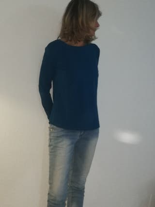 Ropa de Mujer. Camiseta de manga larga azulina