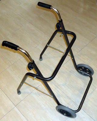 Andador - Caminador plegable de dos ruedas
