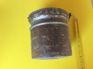 Cubo de cobre antiguo