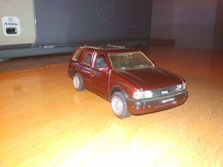 coche miniatura opel frontera