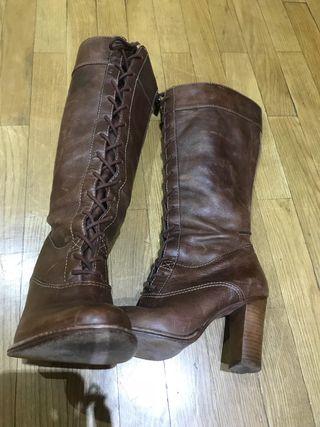 Botas de piel marrón