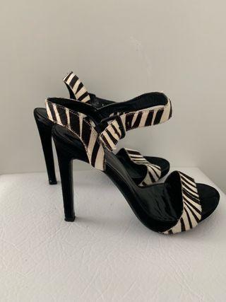 Zapatos de piel Gloria Ortiz talla 38