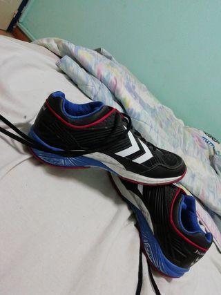 Zapatillas deportivas (preferentemente pista)