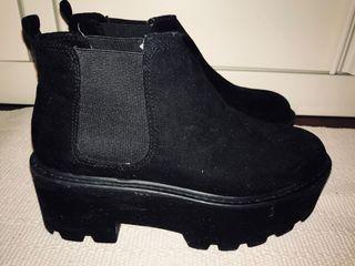 Botines negros talla 36