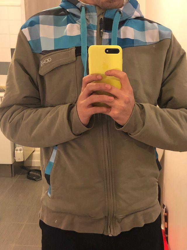 Veste à capuche kaki et bleue taille M