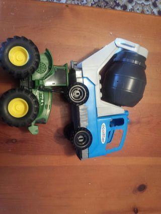 Hormigonera y tractor
