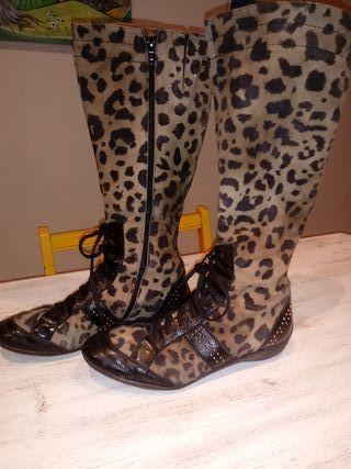 botas piel de leopardo