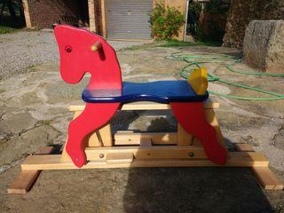 cavall de fusta