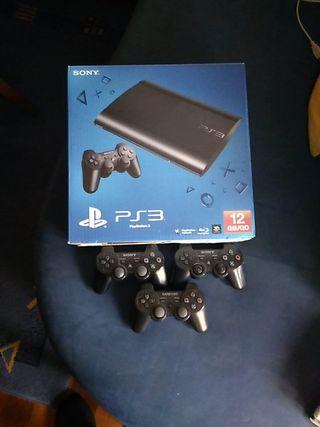 PlayStation 3 con dos mandos
