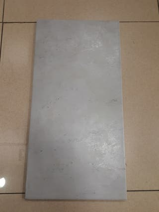azulejo gris o en blanco