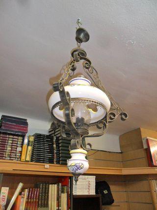 Lámpara forja y porcelana