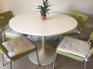 Mesa blanca salón