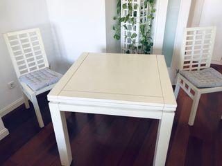 Mesas y 4 sillas de BANAK IMPORTA