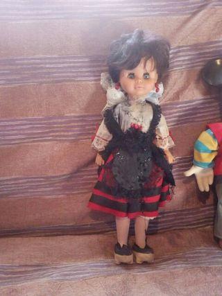 muñecas antiguas. y figuras