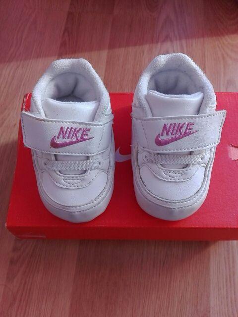 9ab4ccaf13e Zapatillas Nike bebé. Talla 17 de segunda mano por 20 € en Madrid en ...
