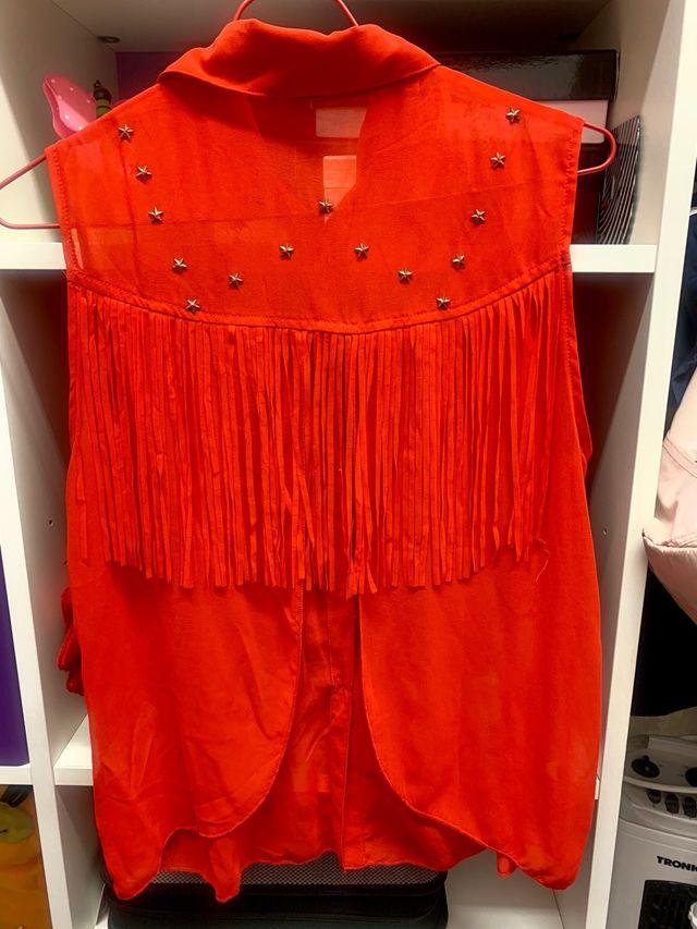 Blusa roja con flecos