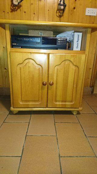 Mesa de televisión de madera