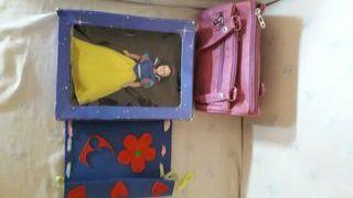 Muñeca porcelana Blancanieves + bolso y cartera
