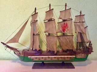 Antiguo barco de madera
