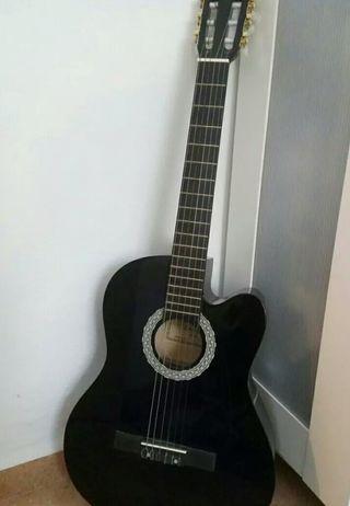 Guitarra electroacústica con funda nueva