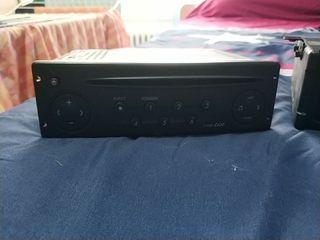 Se vende Radio-CD Renault con cargador 6 cd
