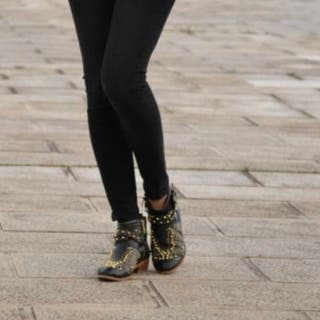 Botines Zara tachuelas de segunda mano en Bilbao en WALLAPOP