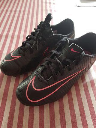 Botas de fútbol Nike negras de segunda mano en la provincia de ... 23bbbd7c296f8