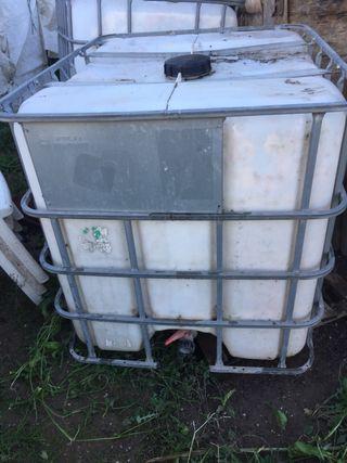 2 depositos de agua.1000L con valvula por abajo