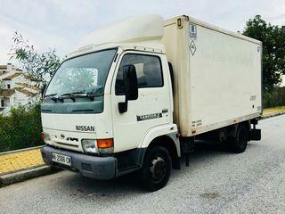 Camión Nissan Cabstar E110