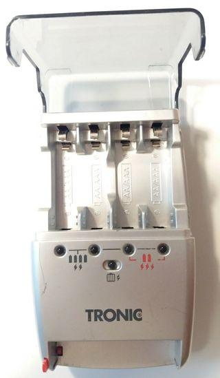 Cargador de Pilas AA y AAA Tronic KH 970.